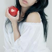Ева с яблоком