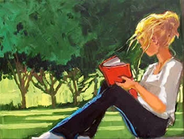 Девушка читает журнал
