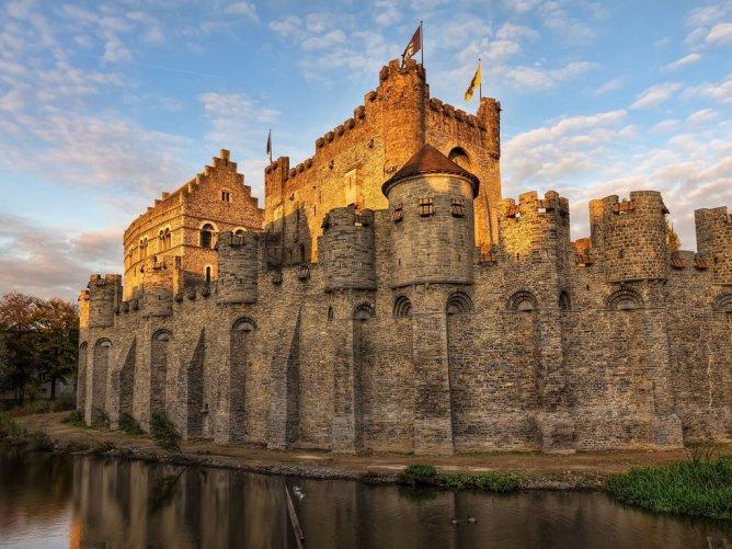 Замок в городе Гент, Бельгия