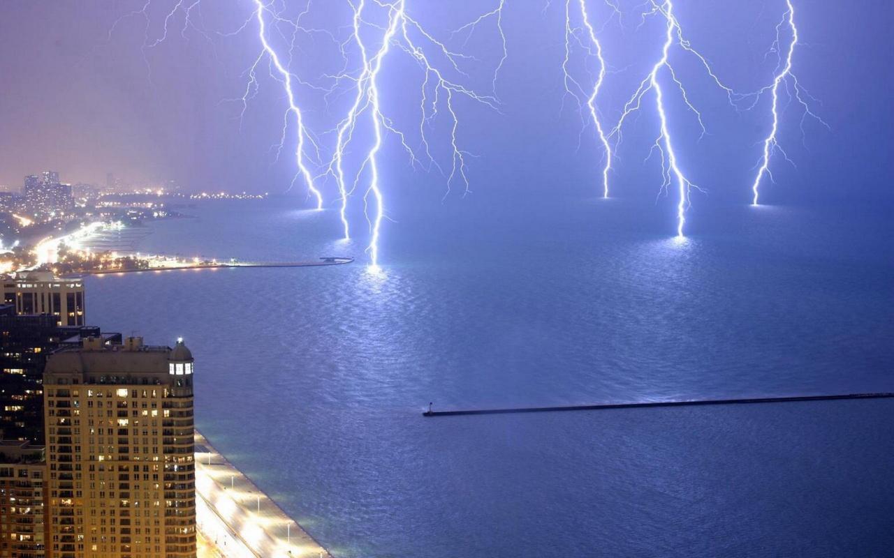 Как правильно защищаться от молнии?